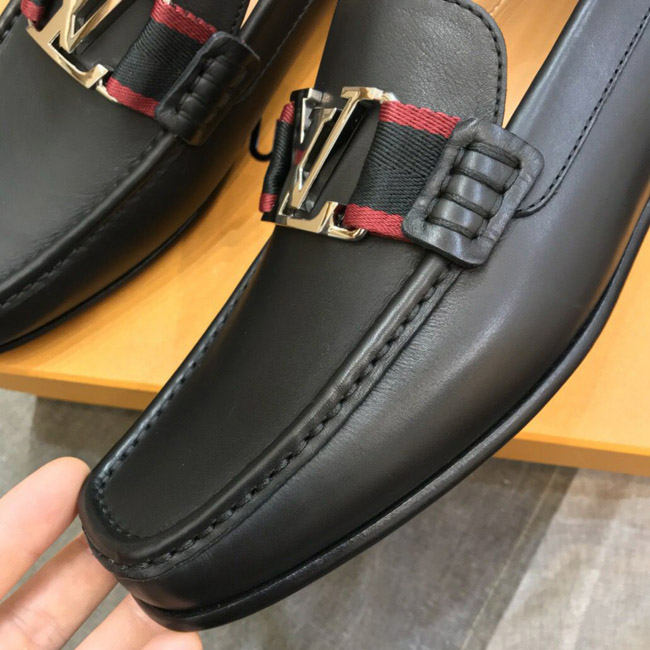 Các chi tiết giày LV siêu cấp được hoàn thiện tinh xảo như hàng chính hãng