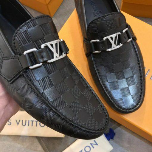 Mặt khóa giày LV LVGN867 có màu trắng đục