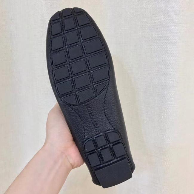 Phần đề giày được làm từ cao su cao cấp như trên bản chính hãng