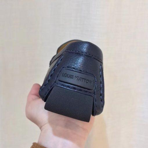 Phần gót giày được hoàn thiện tinh xảo