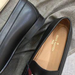 Phần lót giày in thương hiệu Louis Vuitton