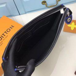Bên trong túi Clutch LV nam M30573