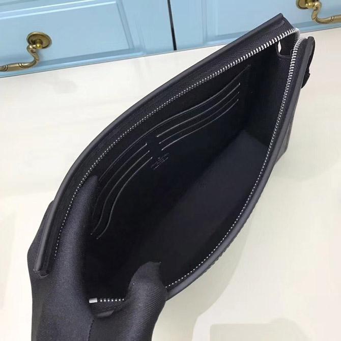 Bên trong túi LV clutch LVTN8551