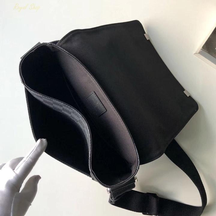 Bên trong túi nam đeo chéo LV LVTN8120