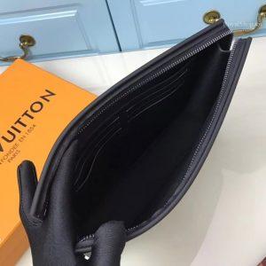 Bên trong túi có nhiều ngăn nhỏ
