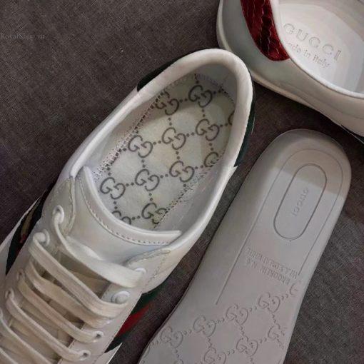 Các chi tiết đều được làm hoàn chỉnh như trên giày Gucci chính hãng