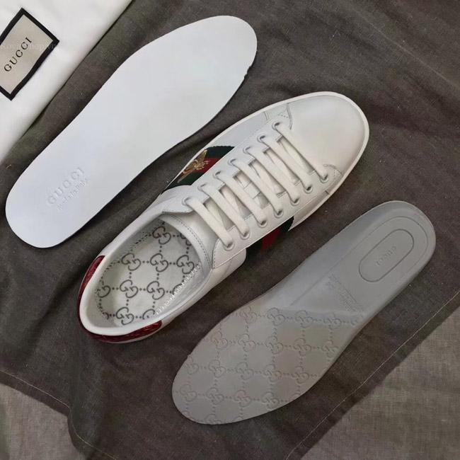Các chi tiết giày đều được làm như trên bản chính hãng