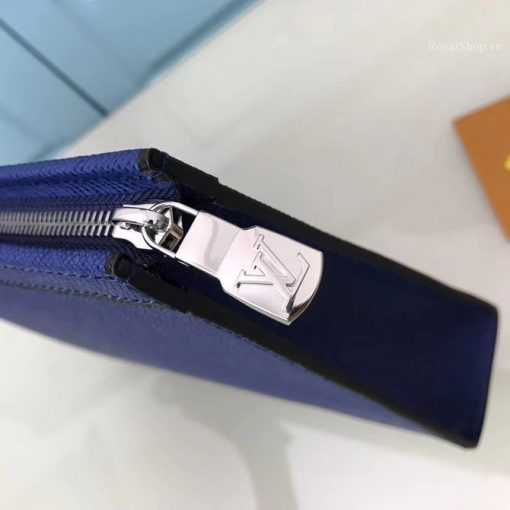 Các chi tiết kim loại trên túi được làm sắc nét