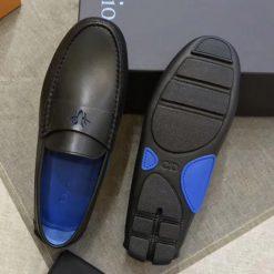 Đế giày làm từ da và cao su đúc