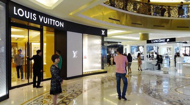 Địa chỉ bán clutch LV nam tại Hà Nội