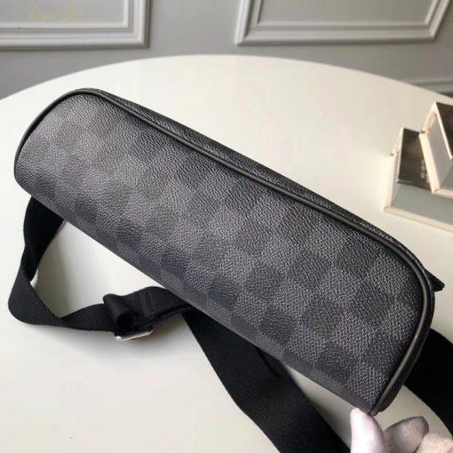 Phần đế của túi LV đeo chéo