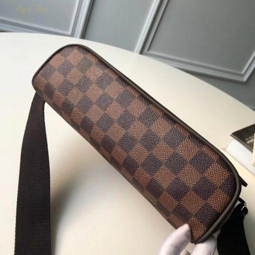 Phần đế của túi xách LV đeo chéo