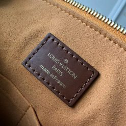 Phần tem da mặt trong túi LV tote