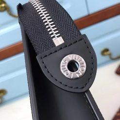 Từng chi tiết nhỏ đều được làm tinh xảo trên Clutch M60186