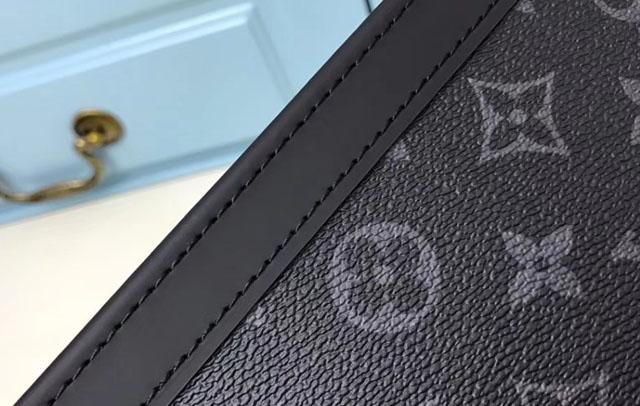 Đường may trên túi xách LV nam
