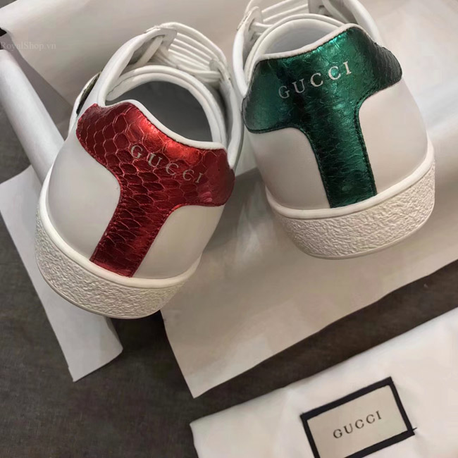 Phần gót giày làm từ da rắn