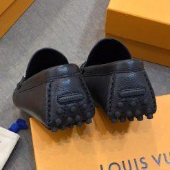 Phần gót giày khắc thương hiệu Louis vuitton