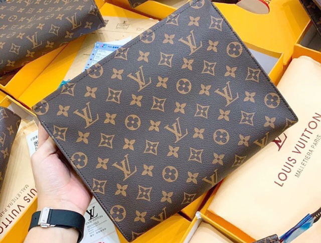 Túi clutch LV super fake có giá bán từ 500-1500k