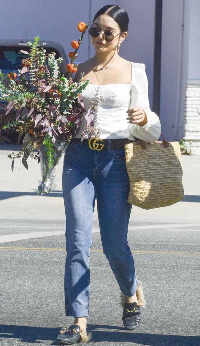 Vanessa Huggens với thắt lưng Gucci