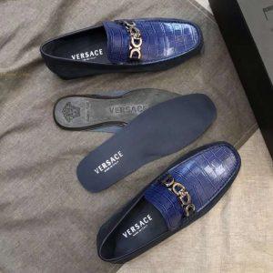 Các chi tiết giày Versace siêu cấp đều được làm tinh xảo