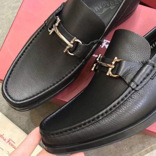 Giày được làm từ da bê nhập khẩu châu Âu