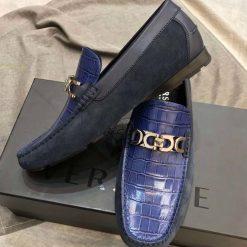 Mặt bên của giày với chất liệu da lộn