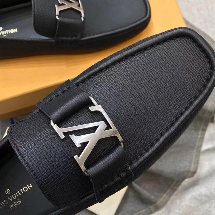 Mặt khóa trên giày LV 899