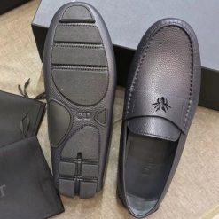 Phần đế giày làm từ cao su đúc cao cấp