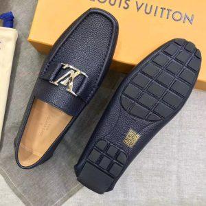 Phần đế giày làm từ cao su cao cấp