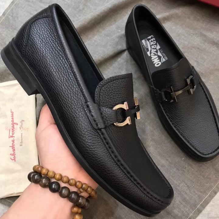 Trên tay giày nam siêu cấp Ferragamo FEGN878