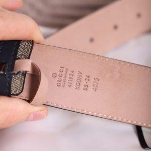 Các chi tiết dập chìm trên thắt lưng Gucci