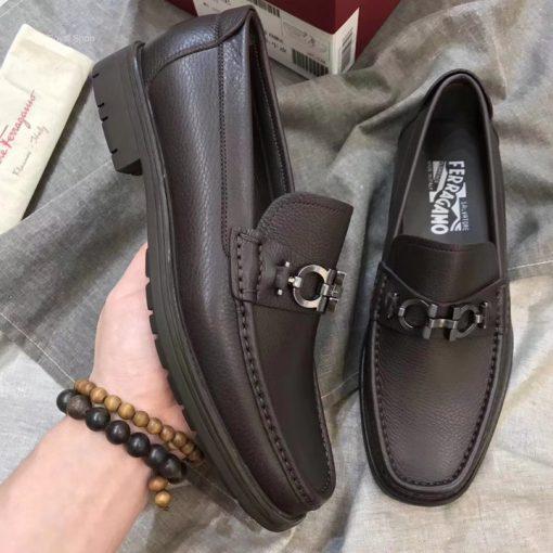 Trên tay giày nam Salvatore siêu cấp