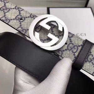 Mặt khóa trắng trẻ trung trên dây nịt Gucci