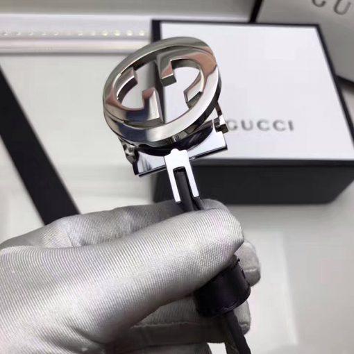 Mặt khóa xoay giúp bạ dễ dàng thay đổi mặt dây da