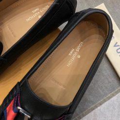 Những dòng chữ bên trong lót giày