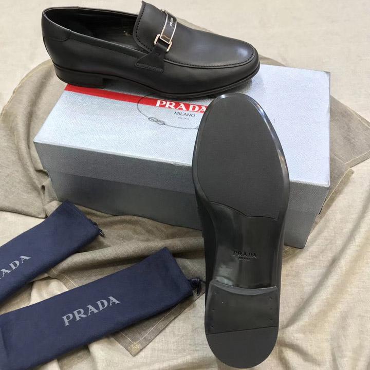 Phần đế giày được làm theo quy trình đóng giày Authentic