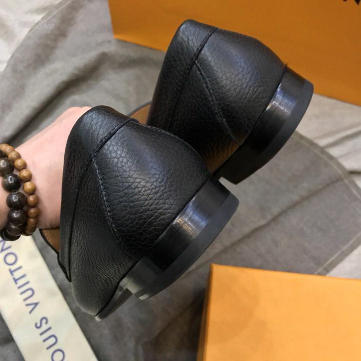 Phần gót giày LV nam được làm gọn gàng