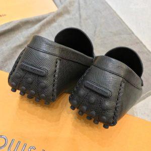 Phần gót giày được làm gọn gàng
