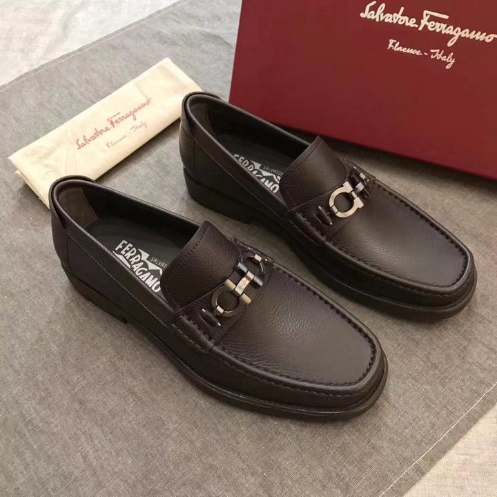 Phong cách hầm hố mạnh mẽ của giày nam Ferragamo