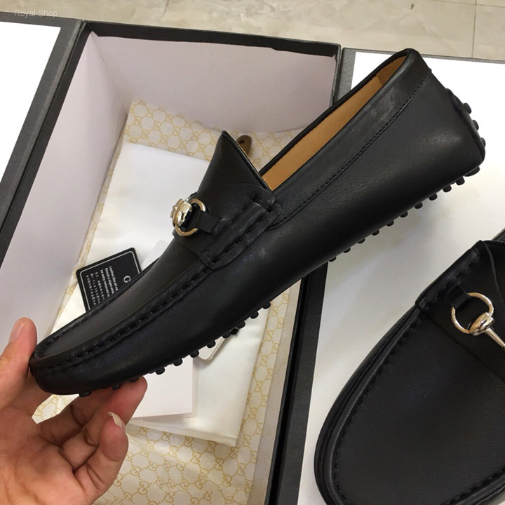 Trên tay giày Gucci nam cao cấp