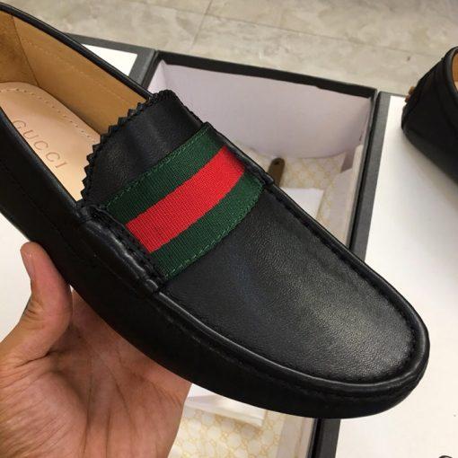 Chi tiết giày được làm tinh xảo