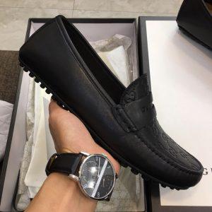 Trên tay giày nam Gucci GCGN5791