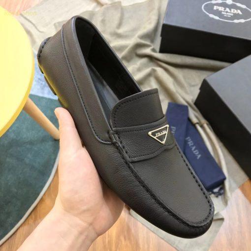 Trên tay giày nam Prada siêu cấp