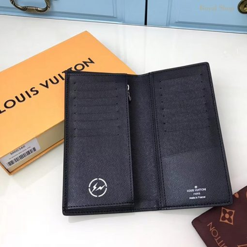 Bên trong ví nam cầm tay M66348