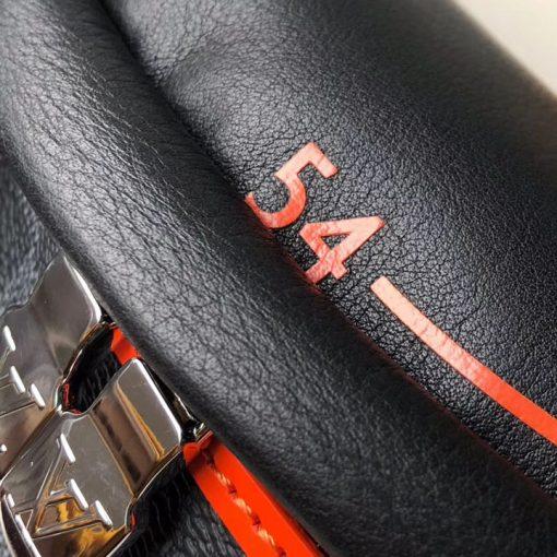 Các chi tiết nhỏ trên túi đều được làm tinh xảo
