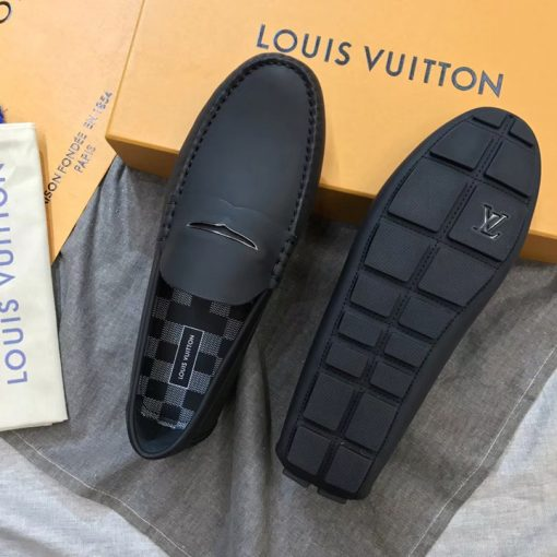 Đế giày Louis Vuitton được làm từ cao su đúc cao cấp