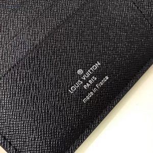 Dòng chữ Made in France được in trên thân ví