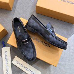Giày có thiết kế mạnh mẽ cá tính