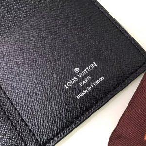 Phần chữ in mặt bên trong của ví nam siêu cấp