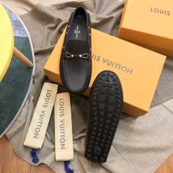 Phần đế giày làm từ cao su đúc